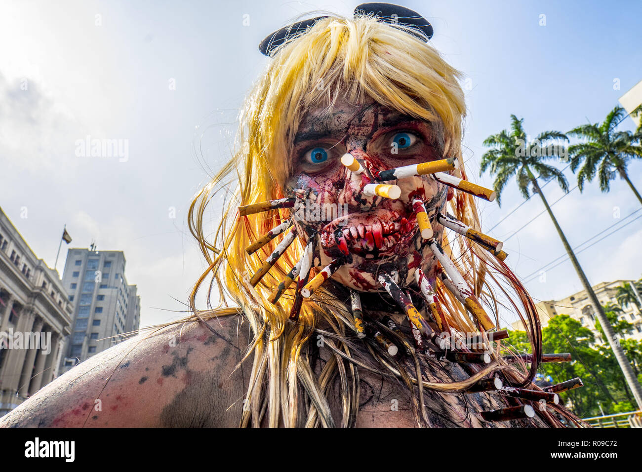 Sao Paulo, Brazil. 2 November 2018. ZOMBIE WALK BRAZIL: People take part in the annual Zombie Walk on November 2, 2018, in São Paulo. People dress and use make-up to make themselves look like zombies and other characters from horror movies. Credit: Cris Faga/ZUMA Wire/Alamy Live News - Stock Image