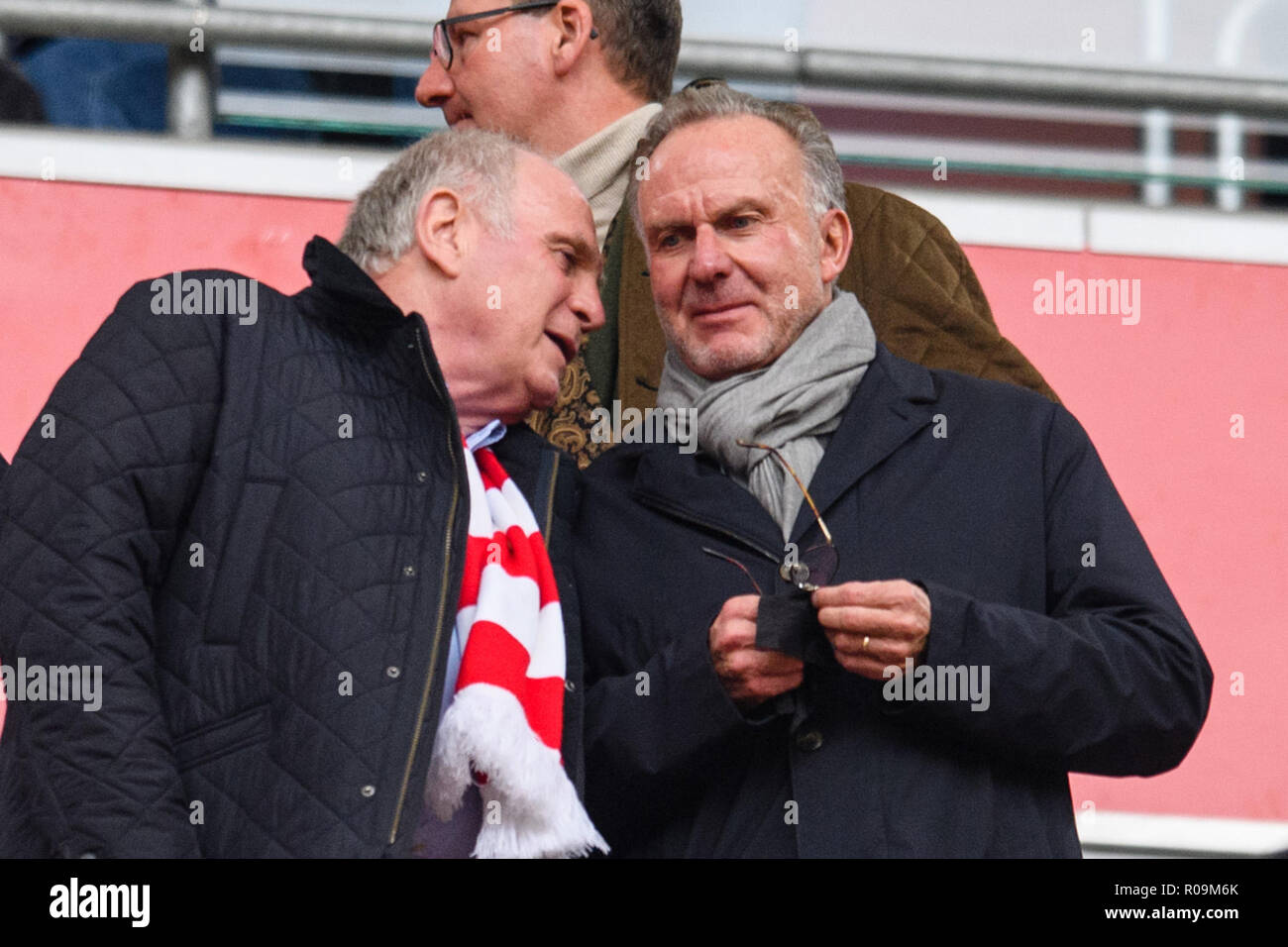 Munich, Germany. 03rd Nov, 2018. Munich, Germany. 03rd Nov, 2018. Soccer: Bundesliga, Bayern Munich - SC Freiburg, 10th matchday in the Allianz Arena. Uli Hoeneß, club president of FC Bayern (l), and Karl-Heinz Rummenigge, CEO of FC Bayern, talk in the stands before the match begins. (Best possible quality) Photo: Matthias Balk/dpa - IMPORTANT NOTE: In accordance with the requirements of the DFL Deutsche Fußball Liga or the DFB Deutscher Fußball-Bund, it is prohibited to use or have used photographs taken in the stadium and/or the match in the form of sequence images and/or video-like photo se Stock Photo
