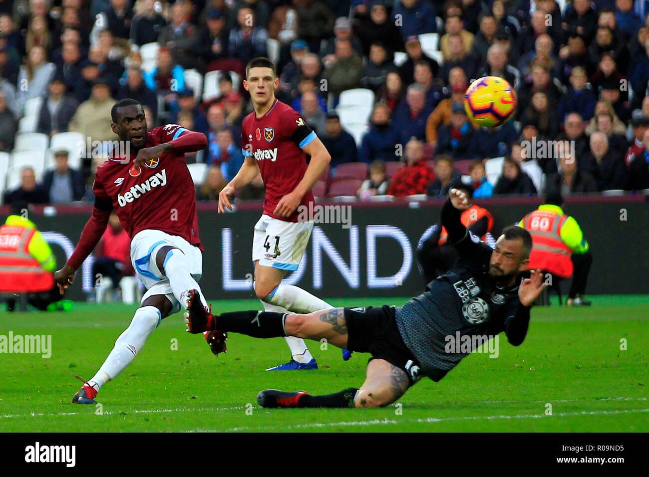 London Uk 03rd Nov 2018 Pedro Obiang Of West Ham United L Takes A Shot At