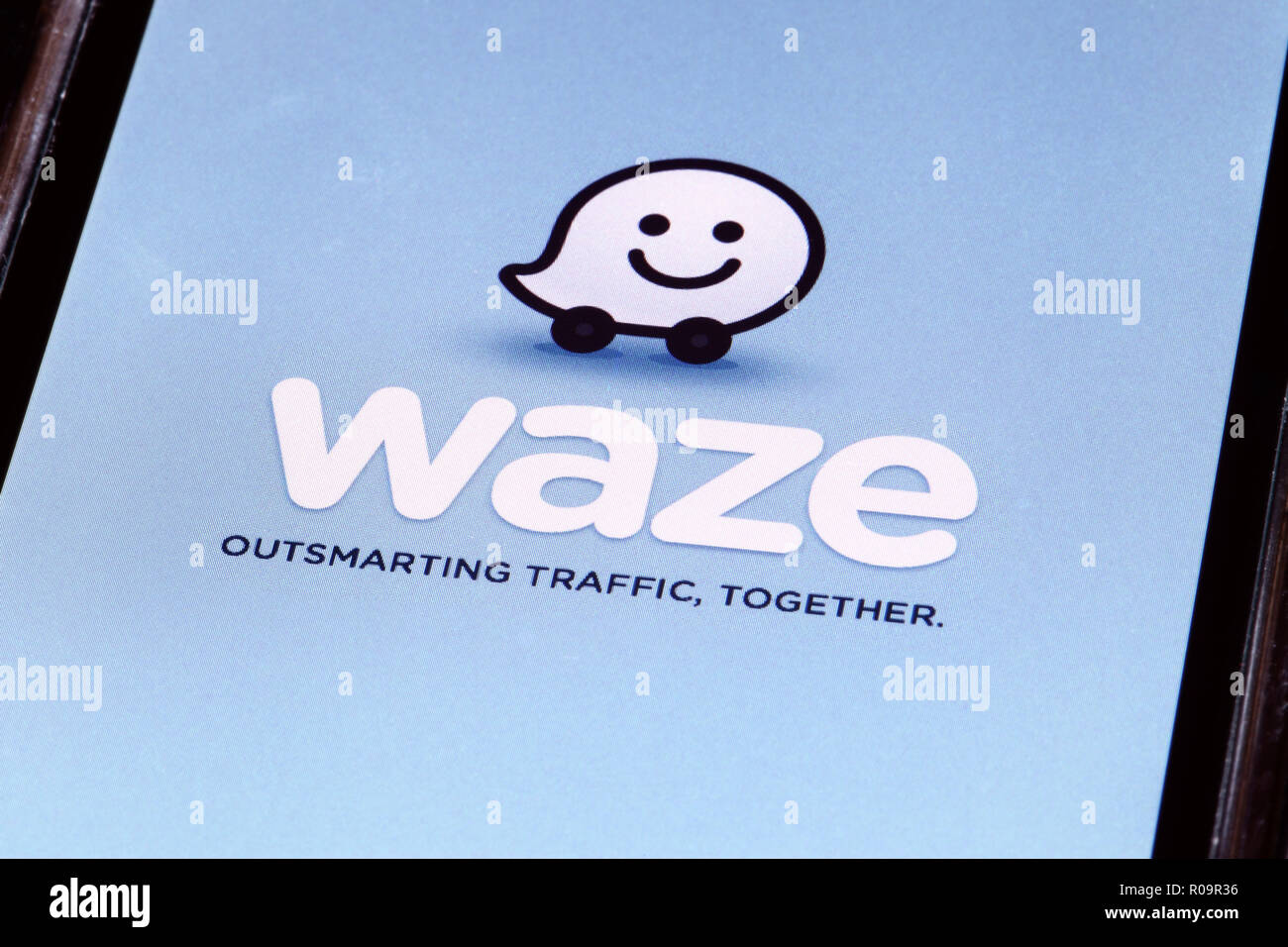 Waze outsmarting traffic together GPS in-car navigation sat-nav app running on an iphone - Stock Image