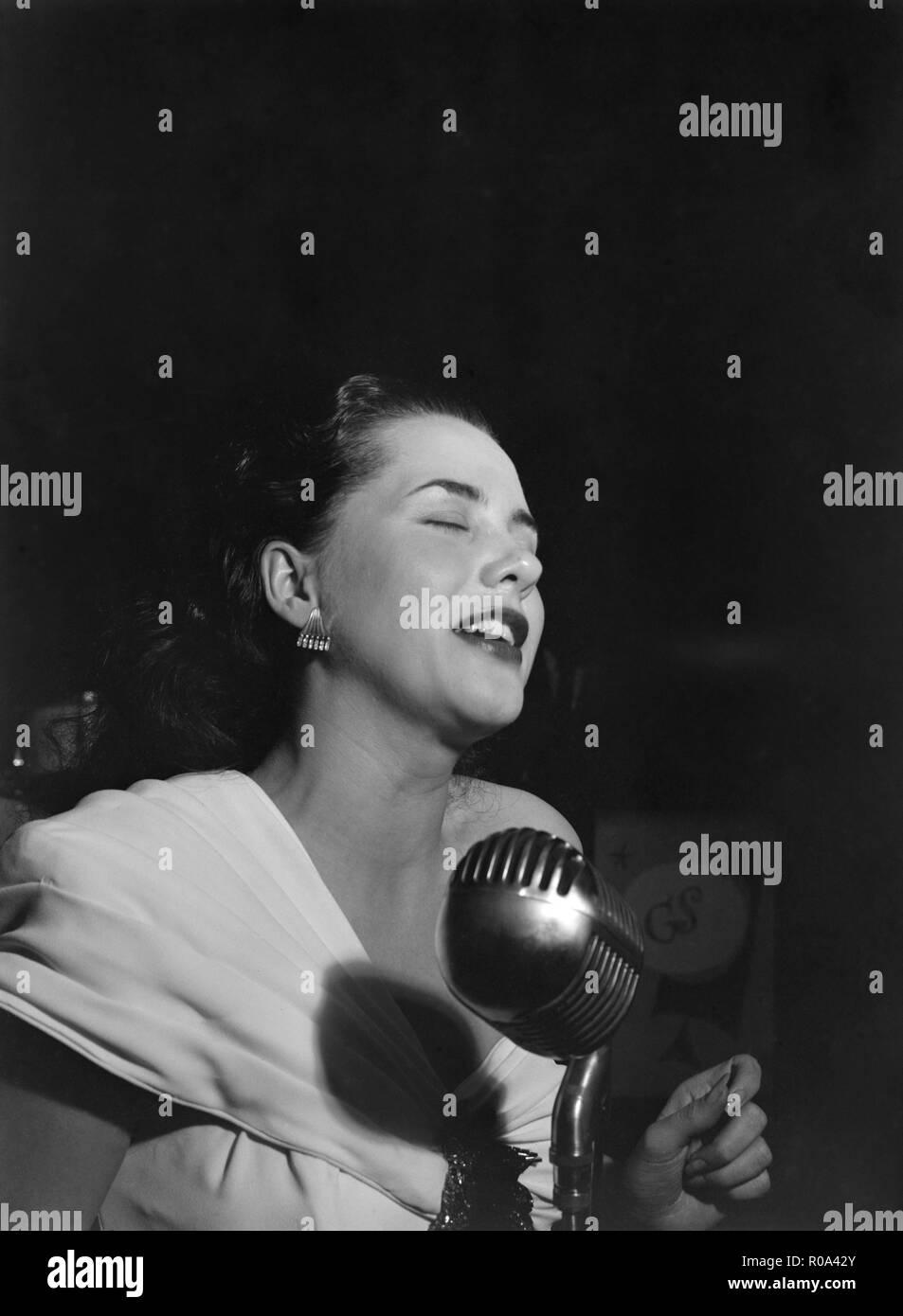 Jazz Singer Ann Hathaway, Café Society, New York City, New York, USA, William P. Gottlieb Collection, 1946 Stock Photo