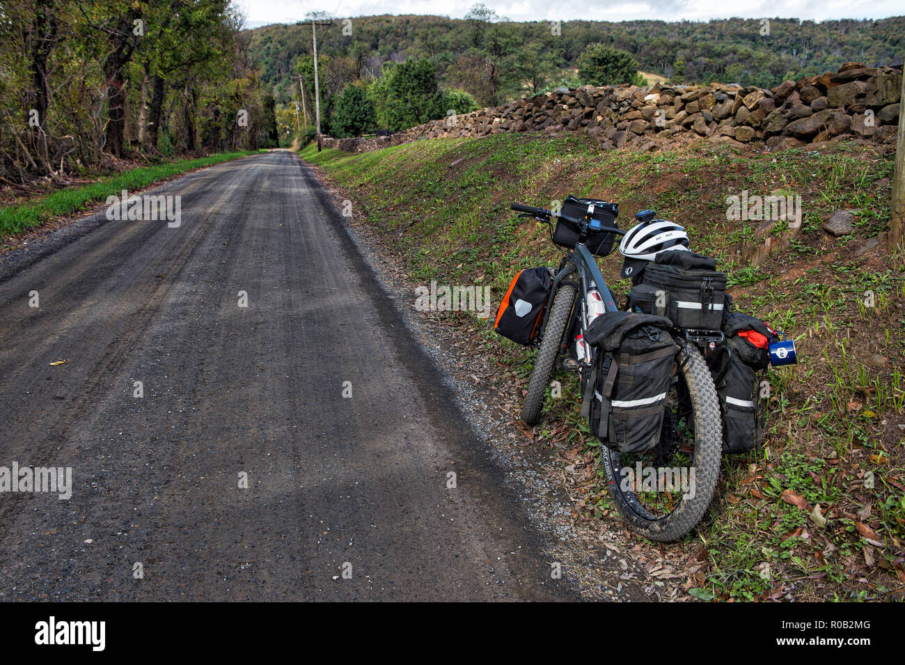 UNITED STATES - June 4, 2017: A loaded touring bicycle on Western Loudoun's historic dirt road known as Trappe Road outside of the Village of Bloomfie - Stock Image