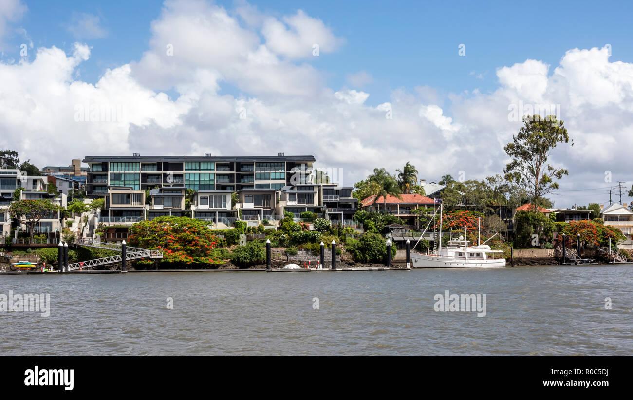 Luxury shoreline housing with moorings,, Brisbane River, Australia. - Stock Image