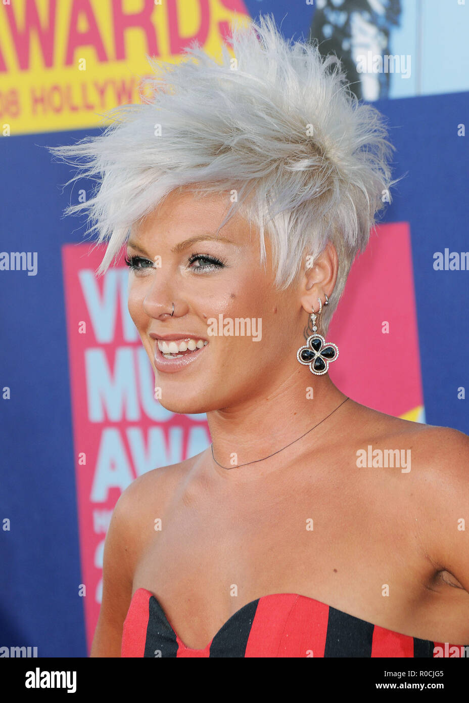 Pink 32 Red Carpet Event High Resolution Stock Photography And Images Alamy