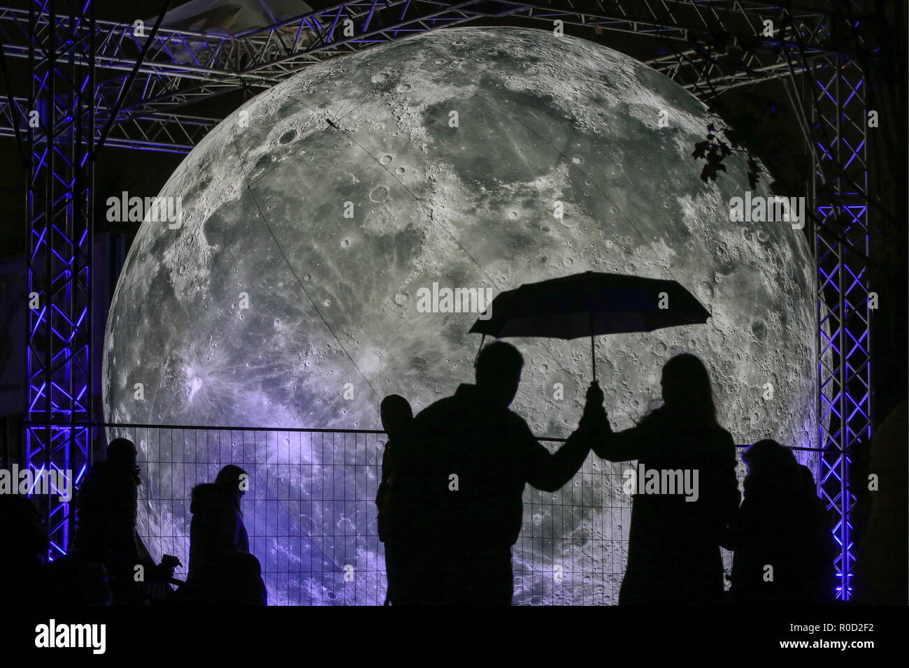 St Petersburg, Russia. 03rd Nov, 2018. ST PETERSBURG, RUSSIA - NOVEMBER 3, 2018: A view of the Shining Moon light installation erected in front of the Saint Petersburg Sports and Concert Complex as part of the 2018 St Petersburg Light Festival. Peter Kovalev/TASS Credit: ITAR-TASS News Agency/Alamy Live News - Stock Image