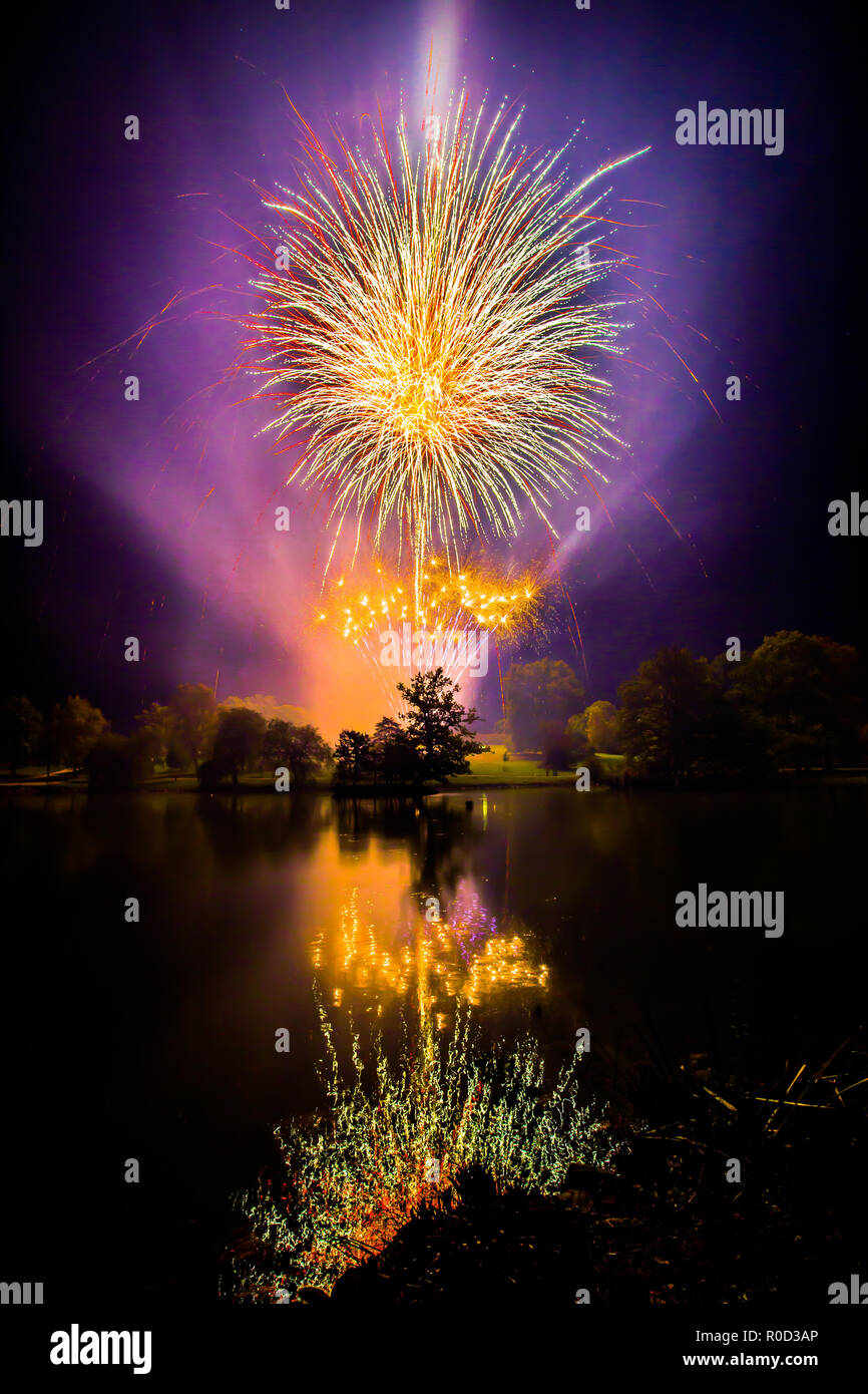 Tunbridge Wells, Kent, UK. 3rd November, 2018. Fireworks in Royal Tunbridge Wells, Dunorlan Park, Kent - hosted by Tunbridge Wells Round table - raising money for local charities Credit: Sarah Mott/Alamy Live News - Stock Image
