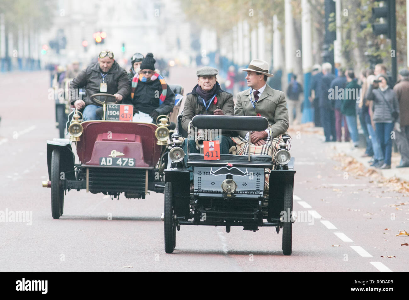 London UK. 4th November 2018 . Participants in  Pre 1905 four-wheeled cars  and antique automobiles drive down The Mall as they take part in the Bonhams London to Brighton 60 mile journey in the Veteran Car Run, the world's longest running motoring event.The Run commemorates the Emancipation Run of 14 November 1896, which celebrated the Locomotives on the Highway Act, when the speed limit for 'light locomotives' was raised from 4 mph to 14 mph, abolishing the need for vehicles to be preceded by a man on foot Credit: amer ghazzal/Alamy Live News - Stock Image