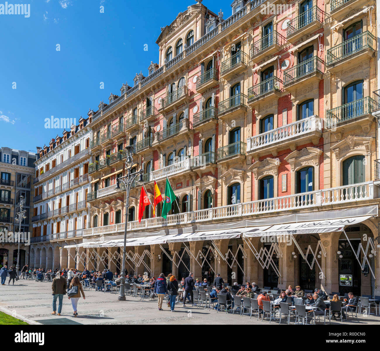 The Cafe Iruna in the old town (casco antiguo), haunt of Ernest Hemingway, Plaza del Castillo, Pamplona, Navarra, Spain - Stock Image