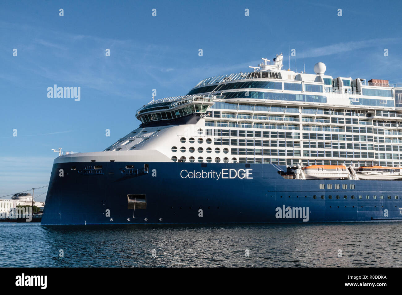 Le paquebot Celebrity Edge, un gigantesque navire de 300 mètres de long et 39 m de large construit par les Chantiers de l'Atlantique, devrait quitter - Stock Image