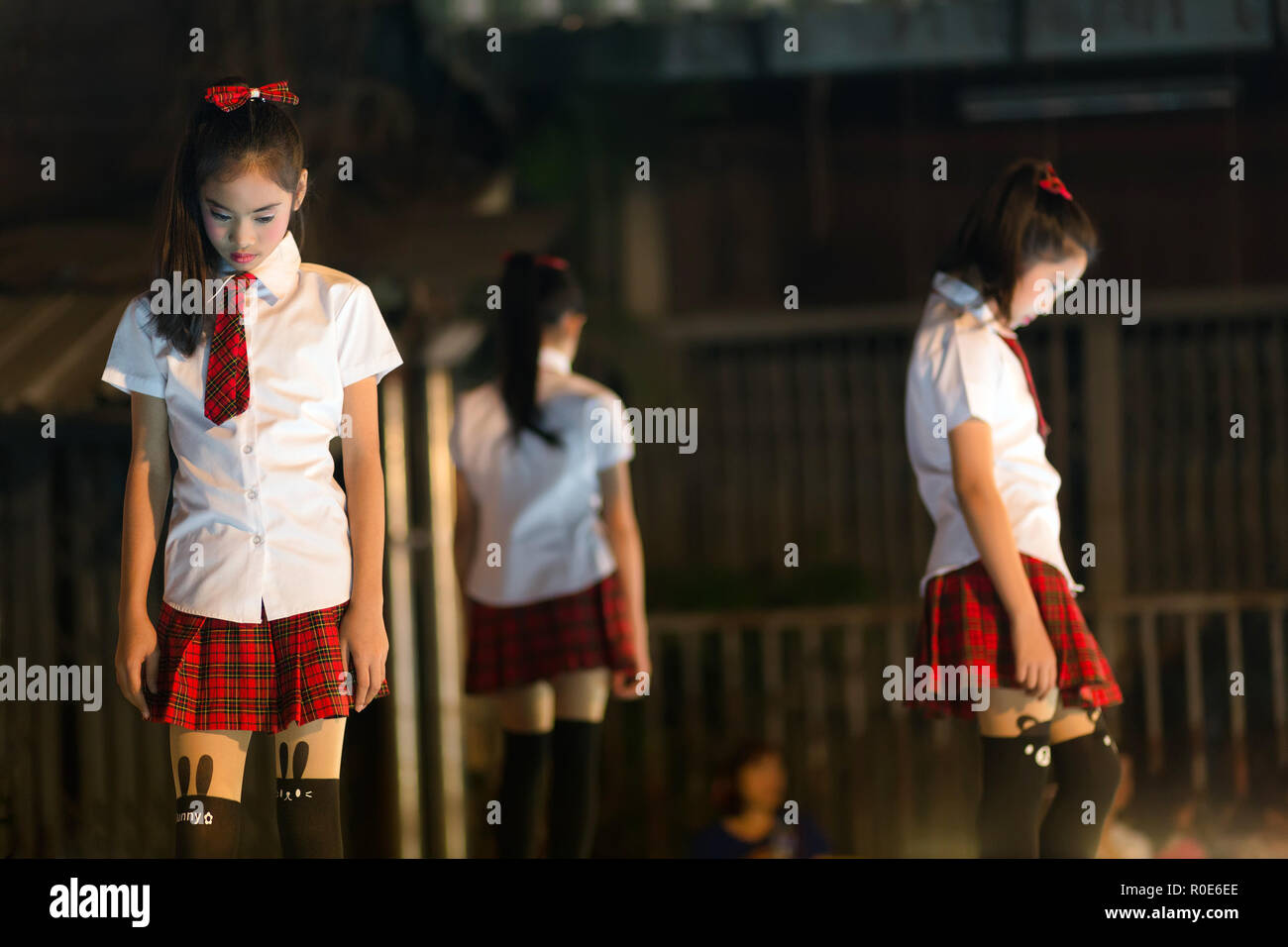 CHIANG MAI, THAILAND, JANUARY 04, 2015 : Girls are performing a Thai pop dance at an outdoor stage during the Saturday night street market in Chiang M - Stock Image