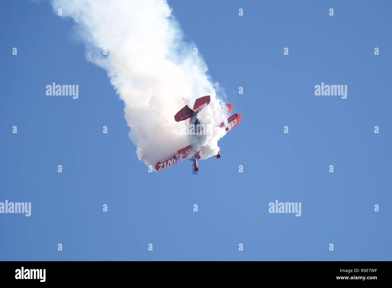 Rich Goodwin performs high energy aerobatic manoeuvres in his Super Pitts S2S (G-EWIZ) Muscle biplane at the 2018 Bournemouth Air Festival - Stock Image