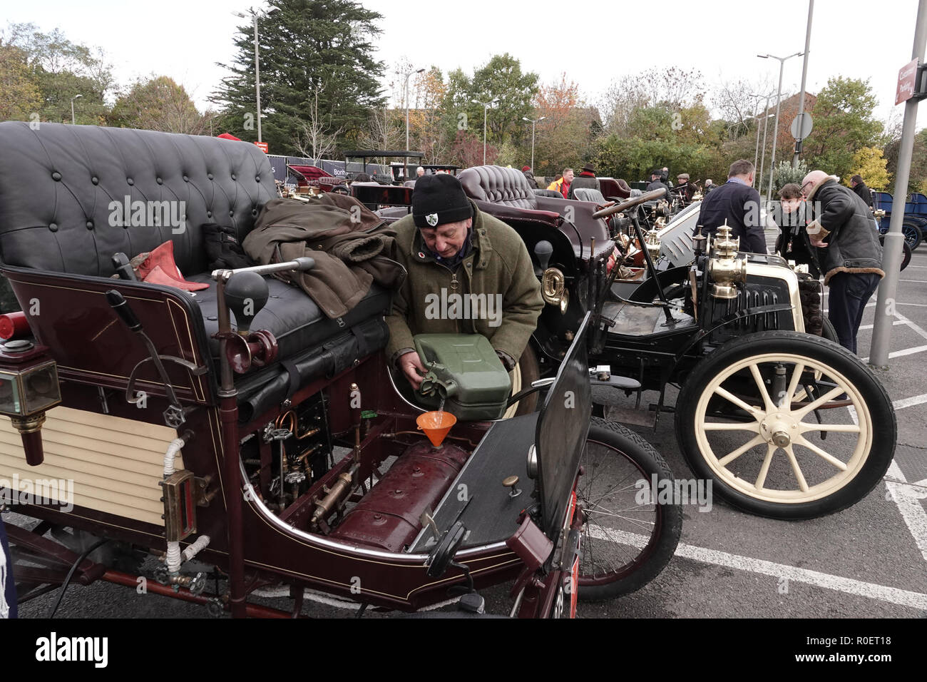 Crawley, West Sussex, UK. 4th November, 2018  Crawley, West Sussex,  UK  Veteran automobile enthusiast refuels his veteran motor at the halfway stage where cars stopped at the Honda garage in Crawley on the Bonhams sponsored London to Brighton Veteran car run halfway stop at the Honda showroom in Crawley, Credit: Motofoto/Alamy Live News Stock Photo