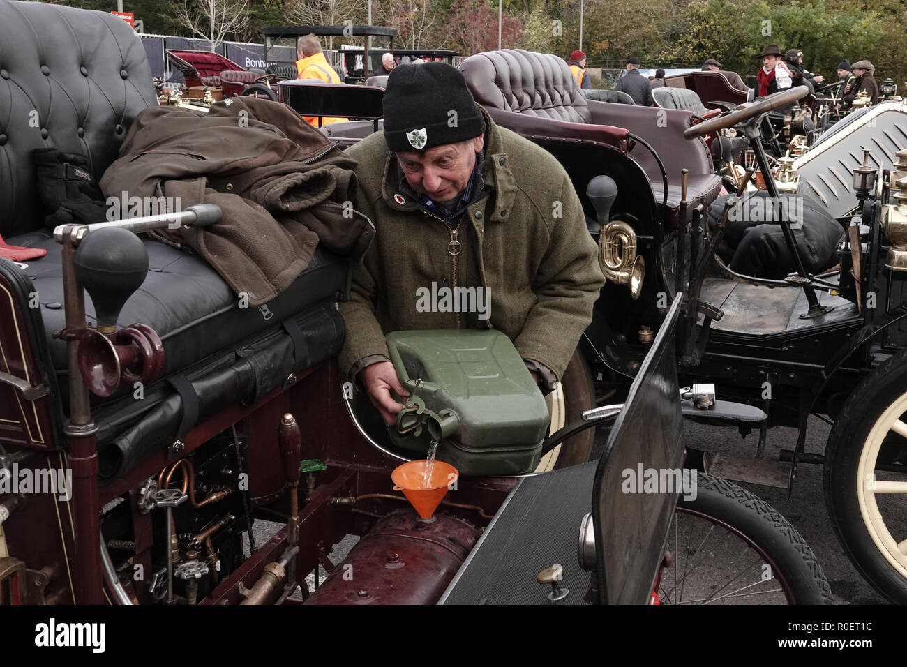 Crawley, West Sussex, UK. 4th November, 2018  Crawley, West Sussex,  UK  Veteran automobile enthusiast refuels his veteran motor at the halfway stage where cars stopped at the Honda garage in Crawley on the Bonhams sponsored London to Brighton Veteran car run halfway stop at the Honda showroom in Crawley, Credit: Motofoto/Alamy Live News - Stock Image