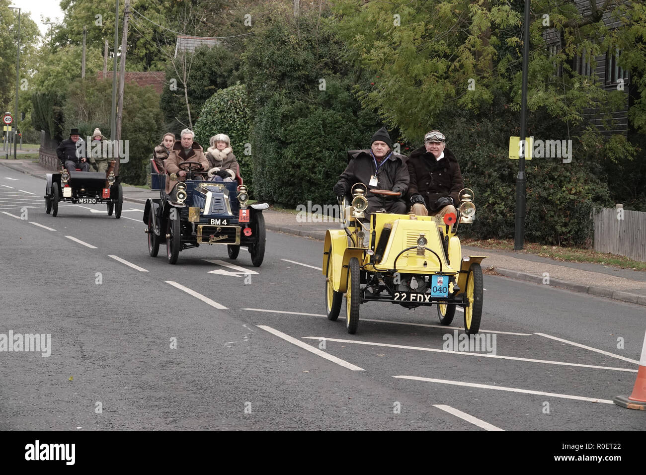 Crawley, West Sussex, UK. 4th November, 2018  Crawley, West Sussex,  UK  Veteran automobiles and their crew at the halfway stage cars stopped at the Honda garage in Crawley on the Bonhams sponsored London to Brighton Veteran car run halfway stop at the Honda showroom in Crawley, Credit: Motofoto/Alamy Live News - Stock Image