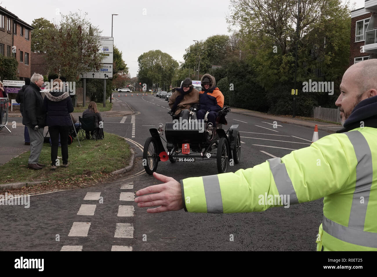 Crawley, West Sussex, UK. 4th November, 2018  Crawley, West Sussex,  UK  Veteran automobiles and their crew at the halfway stage where cars stopped at the Honda garage in Crawley on the Bonhams sponsored London to Brighton Veteran car run halfway stop at the Honda showroom in Crawley, Credit: Motofoto/Alamy Live News Stock Photo