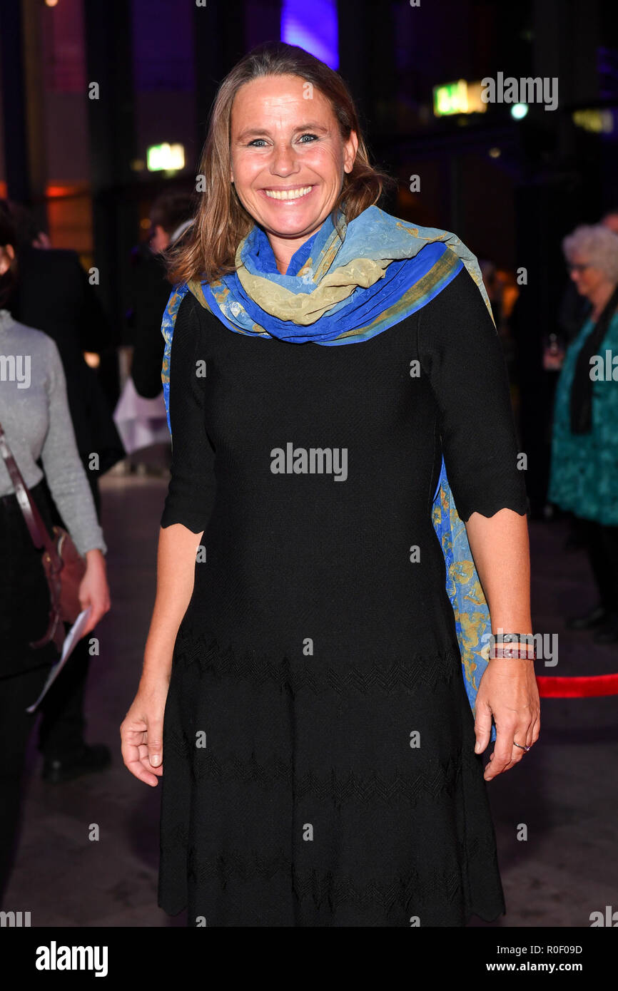 Bavaria, München. 4th Nov 2018. Marie Theres Kroetz-Relin, actress, comes to the Hochschule für Fernsehen und Film (HFF) to receive the German Director's Award Metropolis. Photo: Tobias Hase/dpa Credit: dpa picture alliance/Alamy Live News - Stock Image