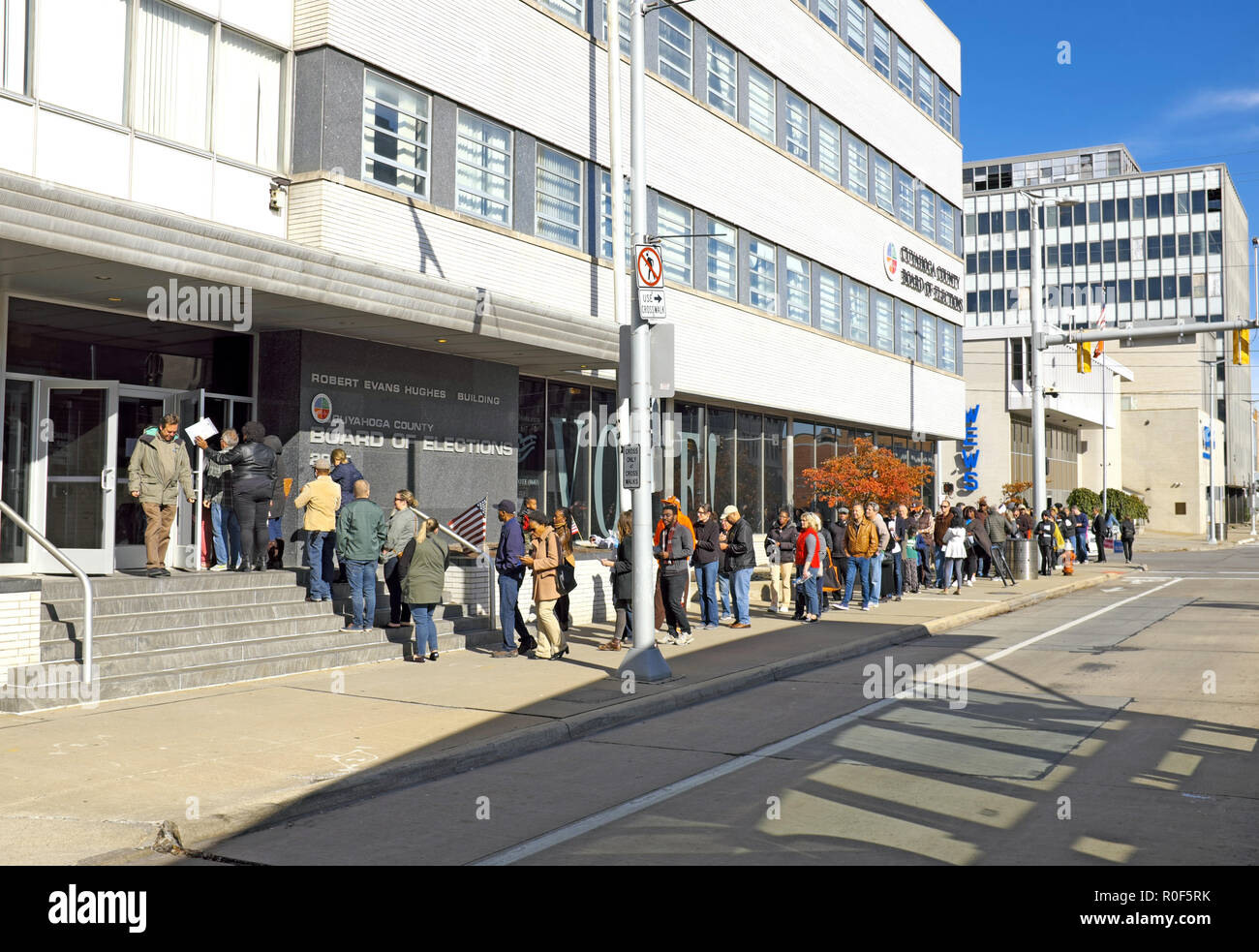 Cleveland, Ohio, USA.  4th Nov, 2018.  A diverse crowd of early voters wait in line to cast ballots for the 2018 US midterm elections.  The line at the Cuyahoga County Board of Elections goes down Superior Avenue and wraps around the building with an unprecedented number of early voters in the US making this one of the most momentous midterm elections in history.  Credit: Mark Kanning/Alamy Live News. - Stock Image