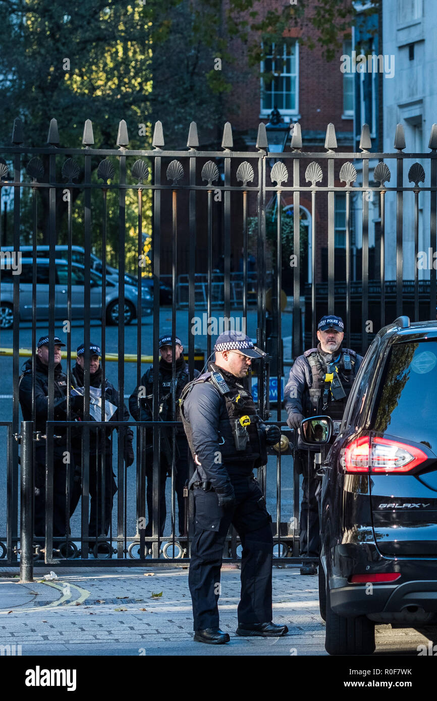 Police security check, Downing Street, London, England, U.K. - Stock Image