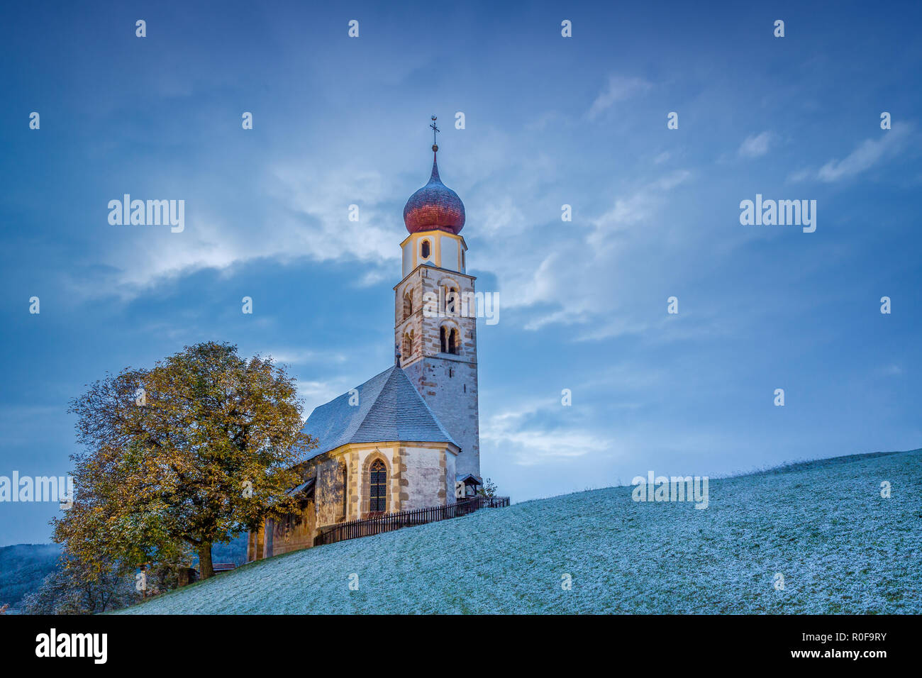 Church of Saint Valentine on a snowy day, Seis am Schlern, Siusi allo Sciliar, Dolomites, Trentino-Alto Adige, Italy Stock Photo