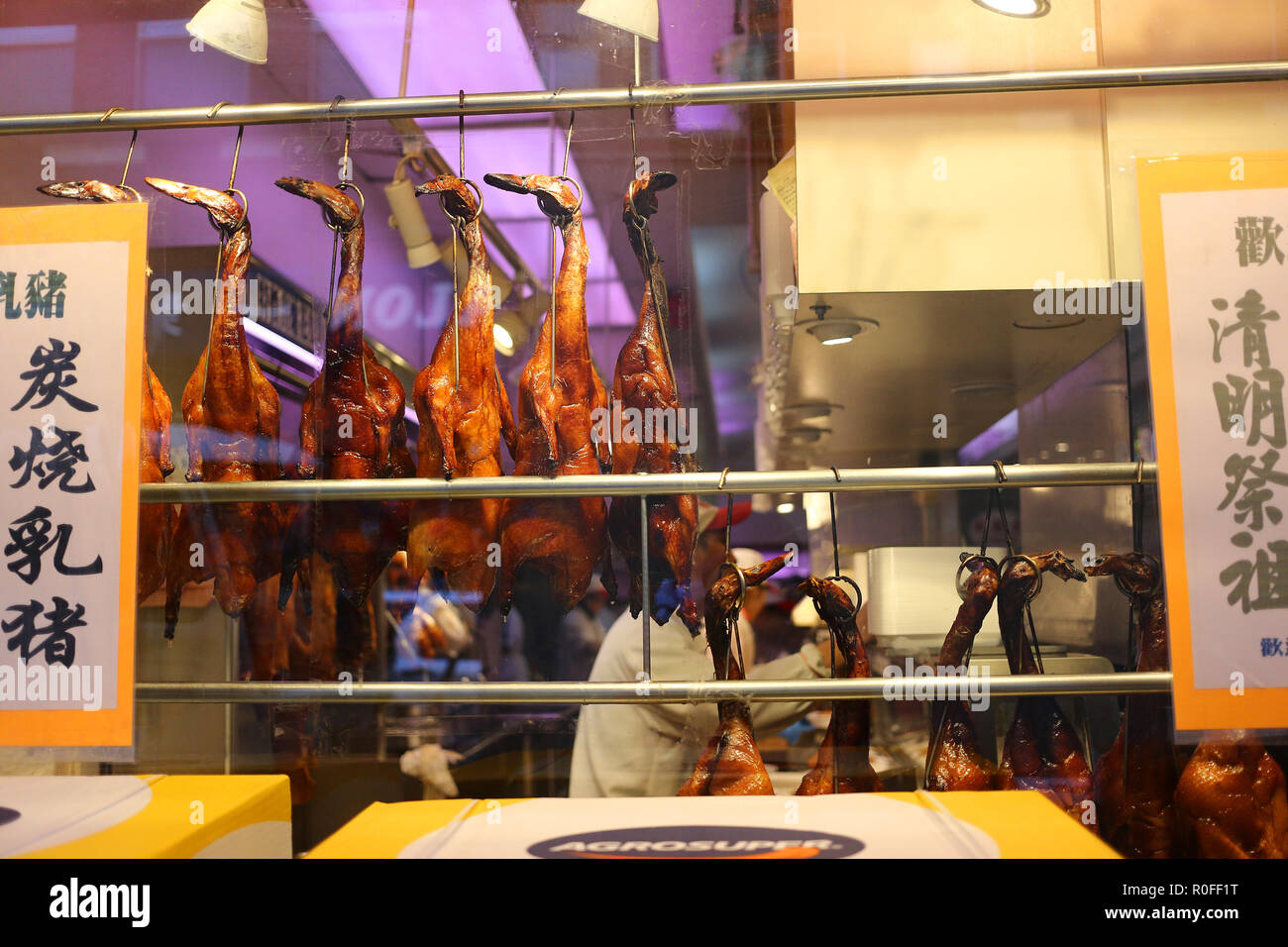 Hanging ducks in a Chinese restaurant in Chinatown, NY - Stock Image