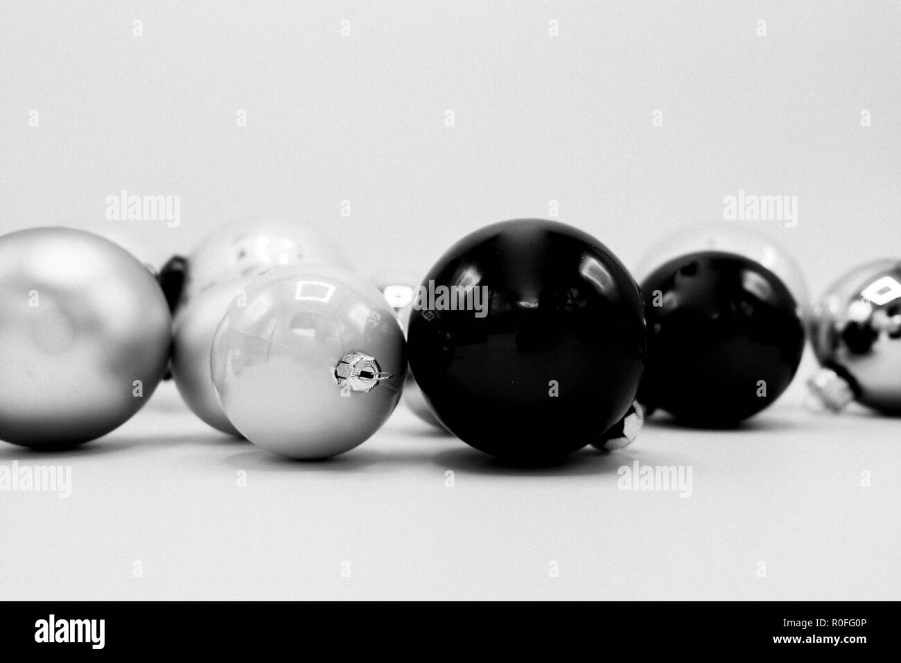 monochrome elegant christmas wallpaper background of tree decorations classy holidays image in black and white R0FG0P