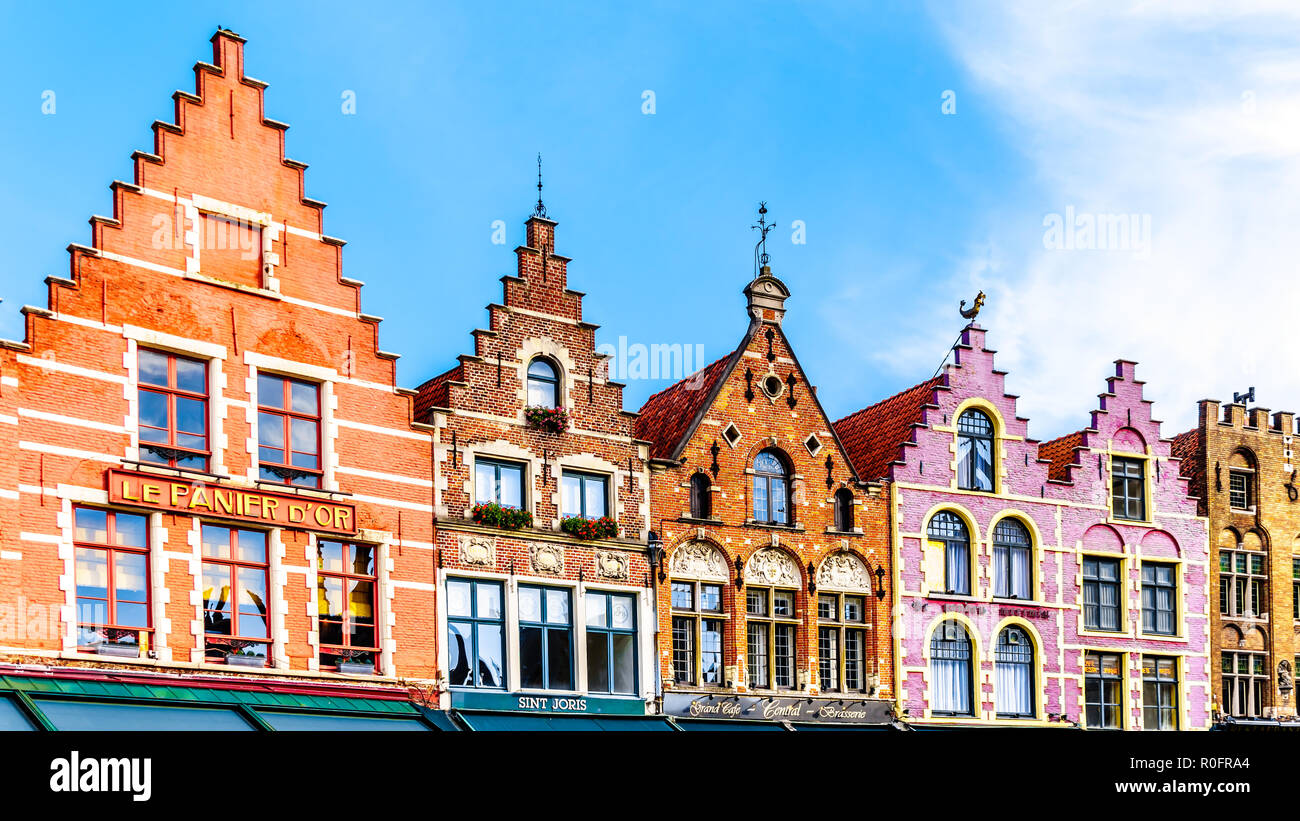 The colorful medieval houses with Step Gables lining the central Markt (Market Square) in the heart of Bruges, Belgium - Stock Image