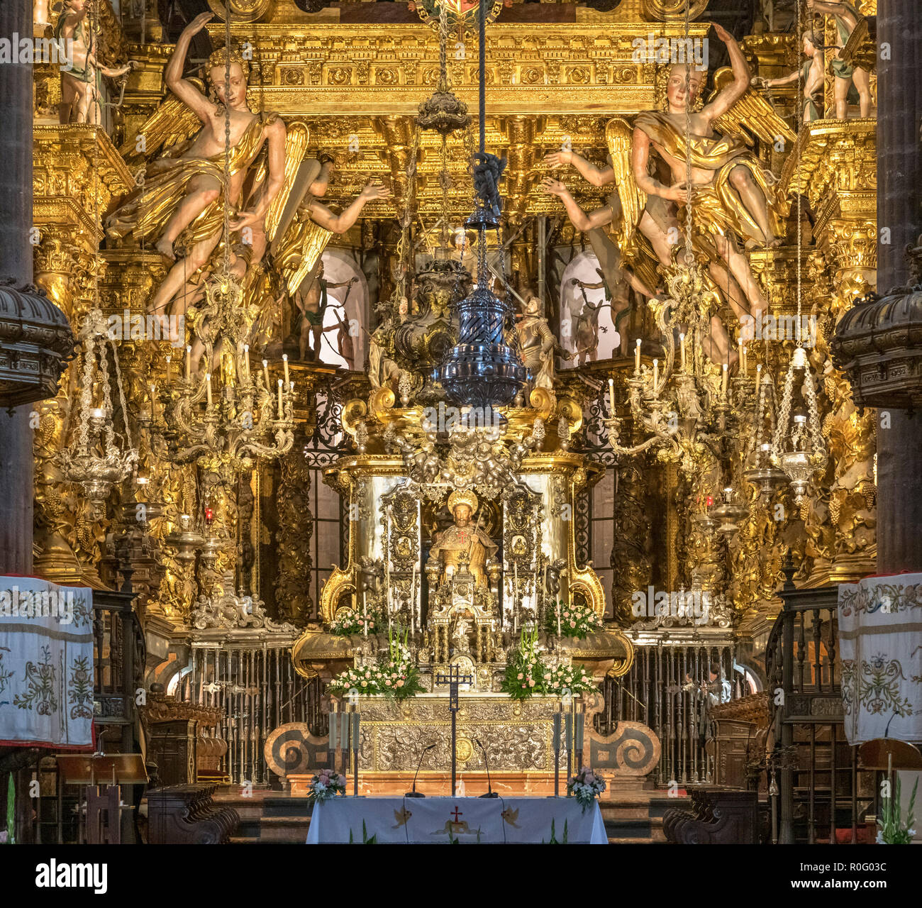High altar, with the image of St James in the centre and crypt beneath, Cathedral of Santiago de Compostela, Santiago de Compostela, Galicia, Spain - Stock Image