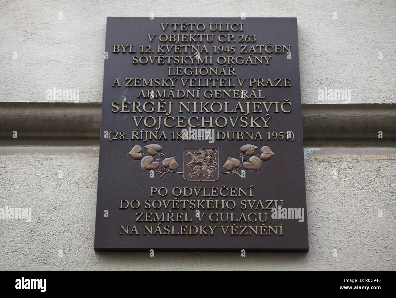 Commemorative plaque next to the house where Czechoslovak general Sergej Vojcechovský (Sergei Wojciechowski) was arrested by the SMERSH on 12 May 1945 in Konviktská Street in Prague, Czech Republic. Sergej Vojcechovský was a military commander in the White Army during the Russian Civil War and then lived in exile in Czechoslovakia and served in the Czechoslovak Army. He was arrested by the SMERSH (Soviet military counterintelligence service) and sent to Moscow shortly after the Red Army liberated Prague in May 1945. He died in prison on 7 April 1951 in the Ozerlag Labour Camp of the Gulag in T - Stock Image