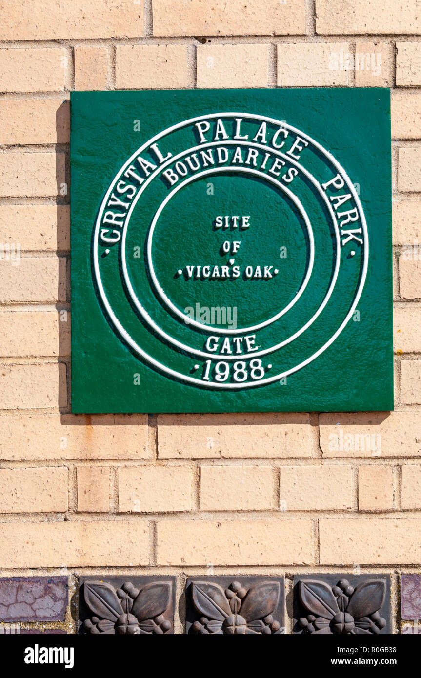 A green plaque on the site of Vicar's Oak, Crystal Palace.  Marks meeting point of the boroughs of Lambeth, Southwark, Croydon and Bromley. - Stock Image