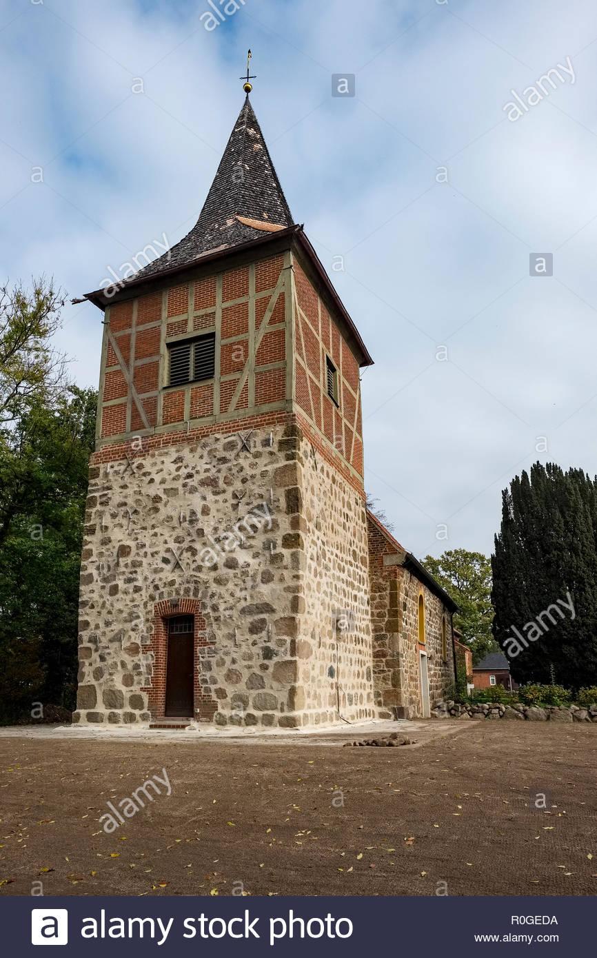 The St.-Johannes-der-Täufer Evangelische (Protestant) Kirche in Bexhövede, Landkreis Cuxhaven, Germany Stock Photo