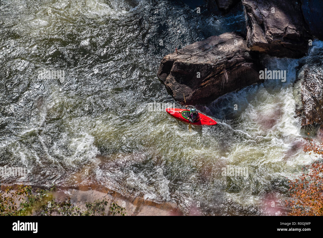 Whitewater kayaker navigating the Tallulah River in Tallulah Gorge during the annual whitewater release from Tallulah Falls Dam in North Georgia. - Stock Image