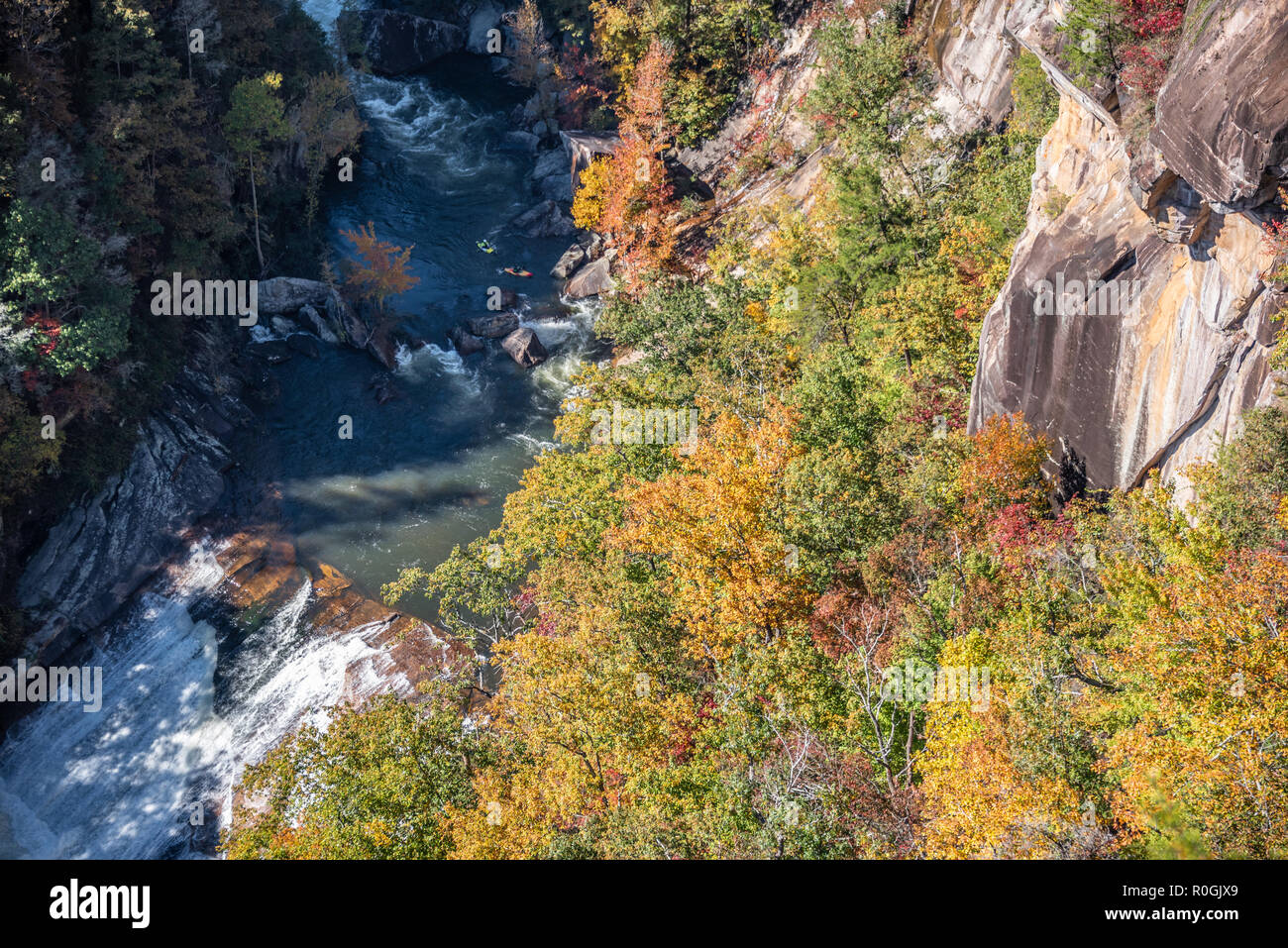 Whitewater kayakers in Tallulah Gorge approaching Oceana Falls, a Class V rapid, during the annual whitewater release from Tallulah Falls Dam. (USA) - Stock Image