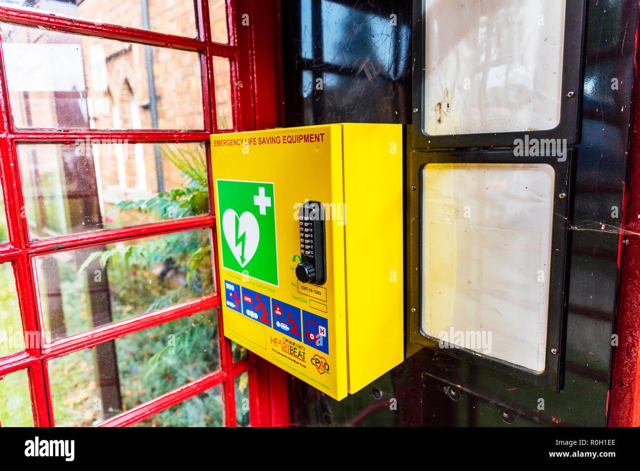 Emergency Life saving equipment, Defibrillator, AED Defibrillator, Defibrillator, Lifepak Defibrillator, AED Defibrillator, high street Defibrillator, - Stock Image
