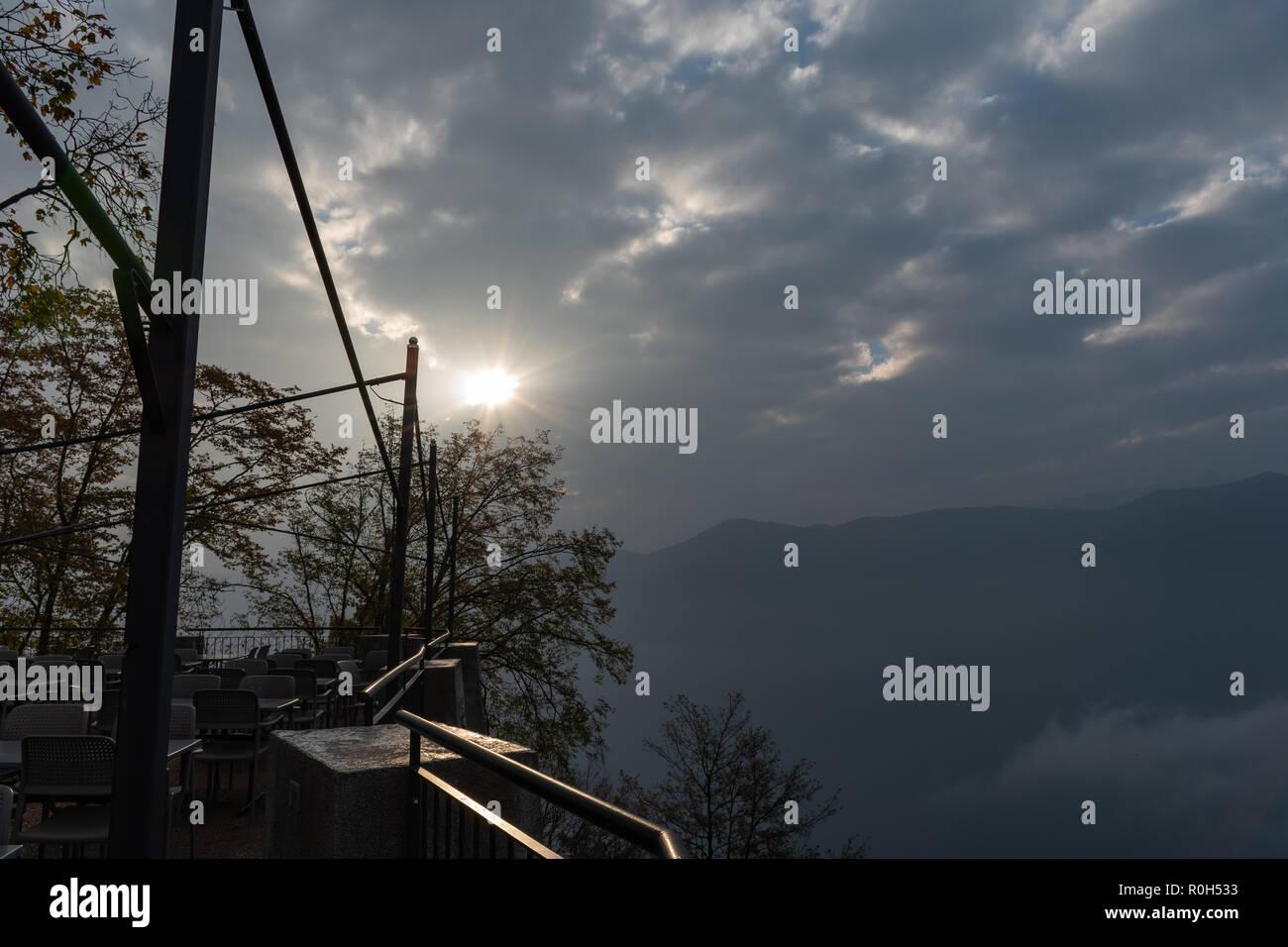 Views on parks and autumn villages - Blick auf Parks und Herbstdörfer - Viste su parchi e villaggi autunnali - Stock Image