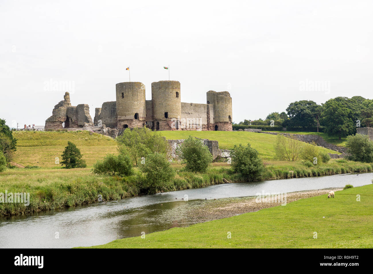 River Clwyd and Rhuddlan Castle, Rhuddlan, Denbighshire, Wales, UK - Stock Image