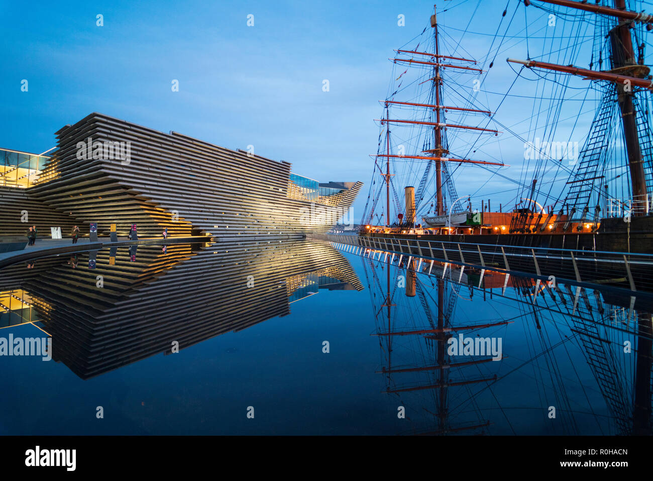 Exterior view of new V&A Museum and RRS Discovery ship at Discovery Point in the evening in Dundee, Scotland, UK. Architect Kengo Kuma. - Stock Image
