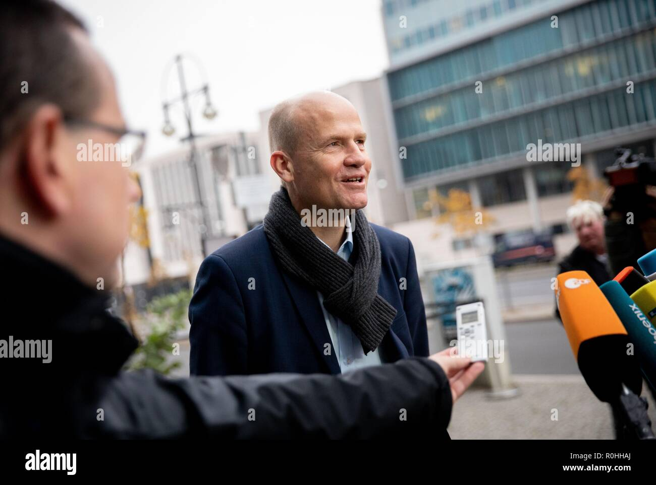 Berlin, Germany. 05th Nov, 2018. Ralph Brinkhaus (CDU), chairman of the CDU/CSU parliamentary group in the Bundestag, speaks to the media representatives in front of the CDU headquarters, the Konrad Adenauer House. This is where the party leadership meets for a closed conference. Credit: Kay Nietfeld/dpa/Alamy Live News - Stock Image