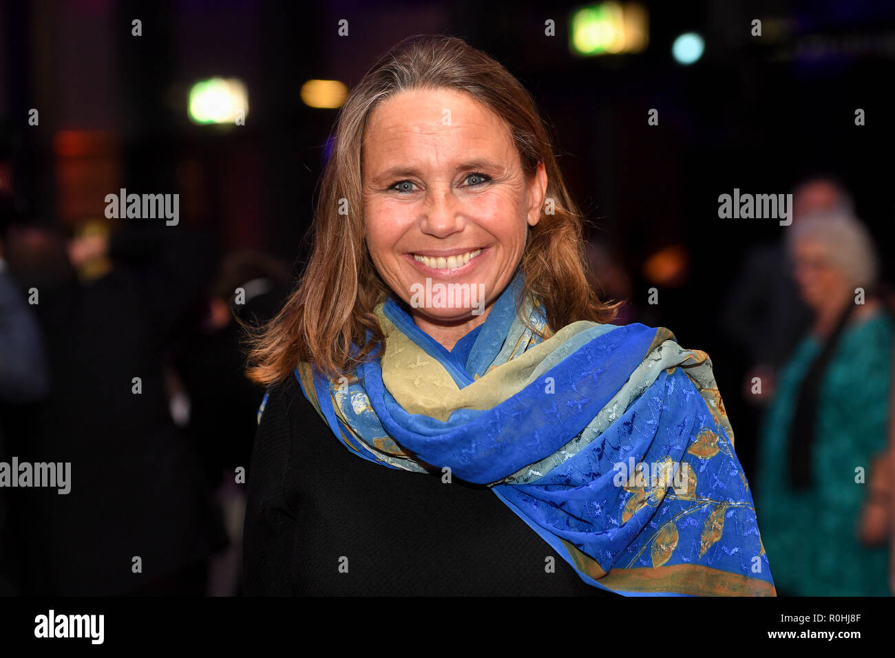 04 November 2018, Bavaria, München: Marie Therese Kroetz-Relin, actress, comes to the Hochschule für Fernsehen und Film (HFF) to receive the German Director's Award Metropolis. Photo: Tobias Hase/dpa - Stock Image