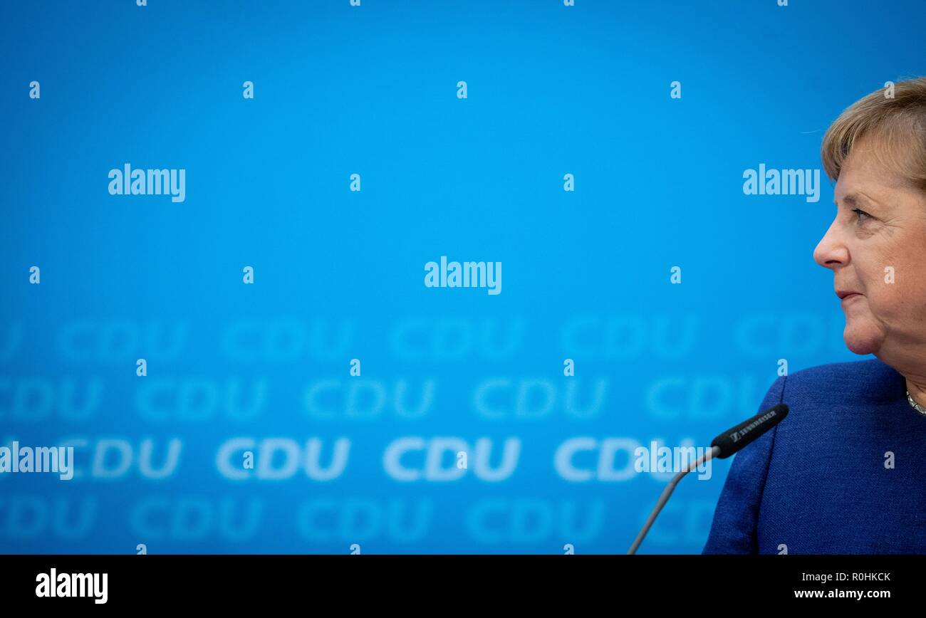 Berlin, Germany. 05th Nov, 2018. Chancellor Angela Merkel (CDU) addresses media representatives at a press conference at the CDU headquarters in the Konrad-Adenauer-Haus. The topic was the results of the CDU retreat. Credit: Kay Nietfeld/dpa/Alamy Live News - Stock Image