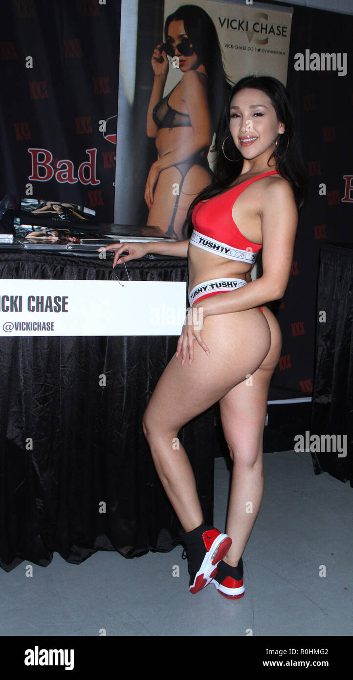 November 04 2018 Vicki Chase Attend Exxxotica 2018 At New Jersey Convention Exposition Center
