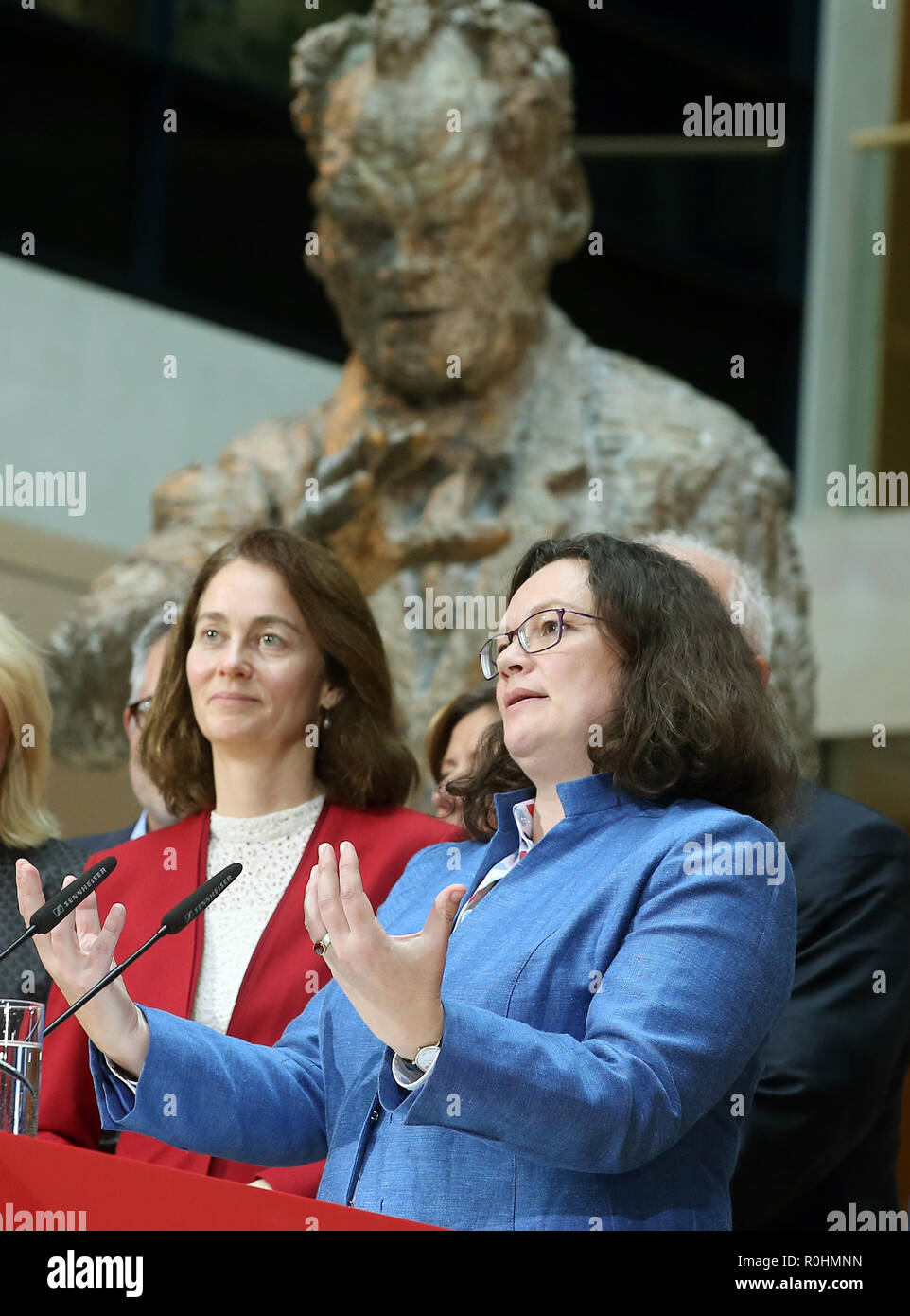 Berlin, Germany. 05th Nov, 2018. Andrea Nahles (r), chairwoman of the SPD, made a statement in the presence of the members of the executive committee after the meeting of the SPD executive committee at a press conference in the Willy Brandt House at the end of the closed conference of the SPD. Left: Katarina Barley, Federal Minister of Justice. Credit: Wolfgang Kumm/dpa/Alamy Live News - Stock Image