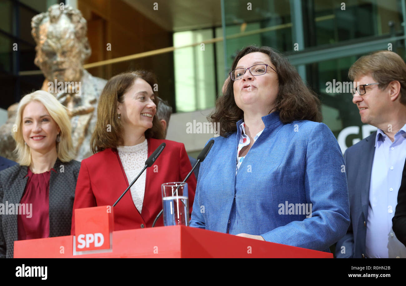 Berlin, Germany. 05th Nov, 2018. Andrea Nahles (3rd from left), chairwoman of the SPD, will speak after the meeting of the SPD executive board at a press conference in the Willy Brandt House at the end of the closed meeting of the SPD federal leadership. L-r: Manuela Schwesig, Prime Minister of Mecklenburg-Western Pomerania, Katarina Barley, Federal Minister of Justice, Andrea Nahles, Chairwoman, and Ralf Stegner, Deputy. Credit: Wolfgang Kumm/dpa/Alamy Live News - Stock Image