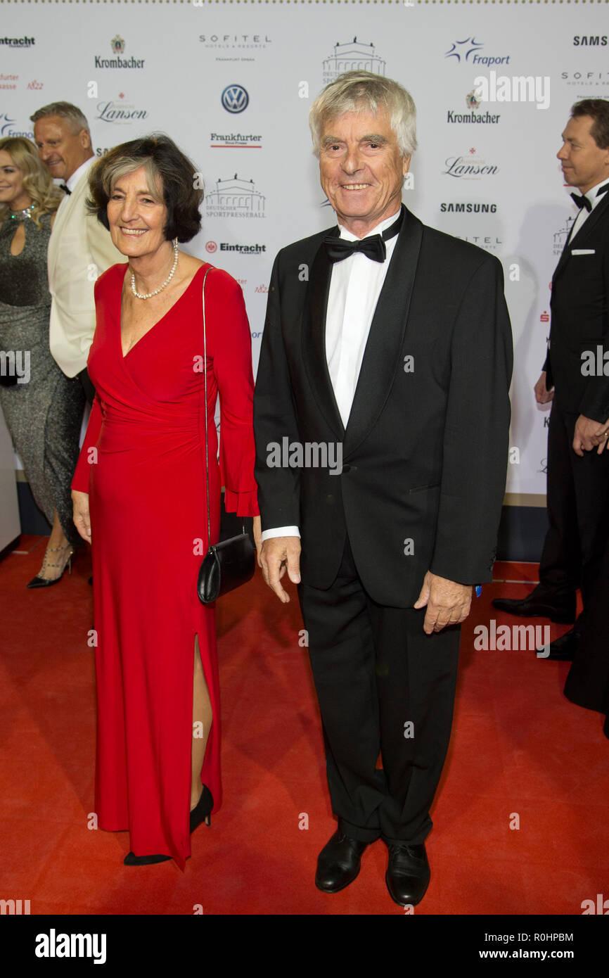 Ulf MERBOLD, astronaut, and Ms. Birgit, red carpet, Red Carpet Show, 37th German sports press ball in the Alte Oper Frankfurt, 03.11.2018. | Usage worldwide - Stock Image