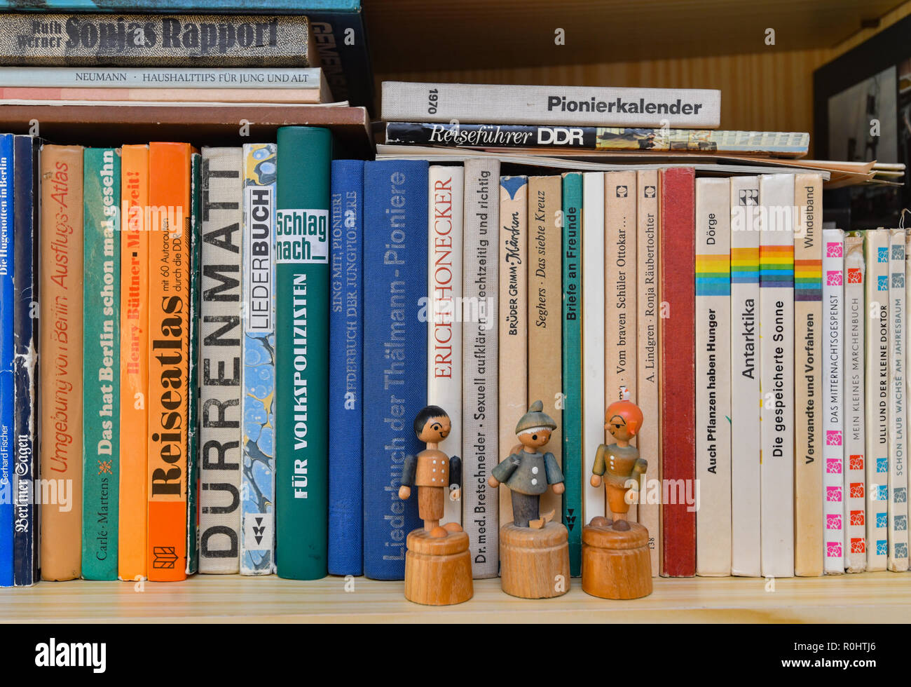05th Nov 2018 A Bookshelf In The GDR Bungalow Type