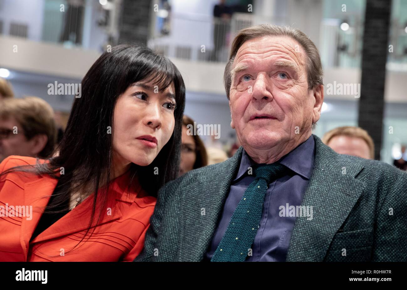 Berlin, Germany. 05th Nov, 2018. Schröder-Kim So-yeon and Gerhard Schröder (SPD), former Chancellor of the Federal Republic of Germany, sit together at the beginning of the panel discussion: The 'red-green project' for the 20th anniversary of Gerhard Schröder's election as Chancellor of the Friedrich-Ebert-Stiftung. Credit: Kay Nietfeld/dpa/Alamy Live News - Stock Image