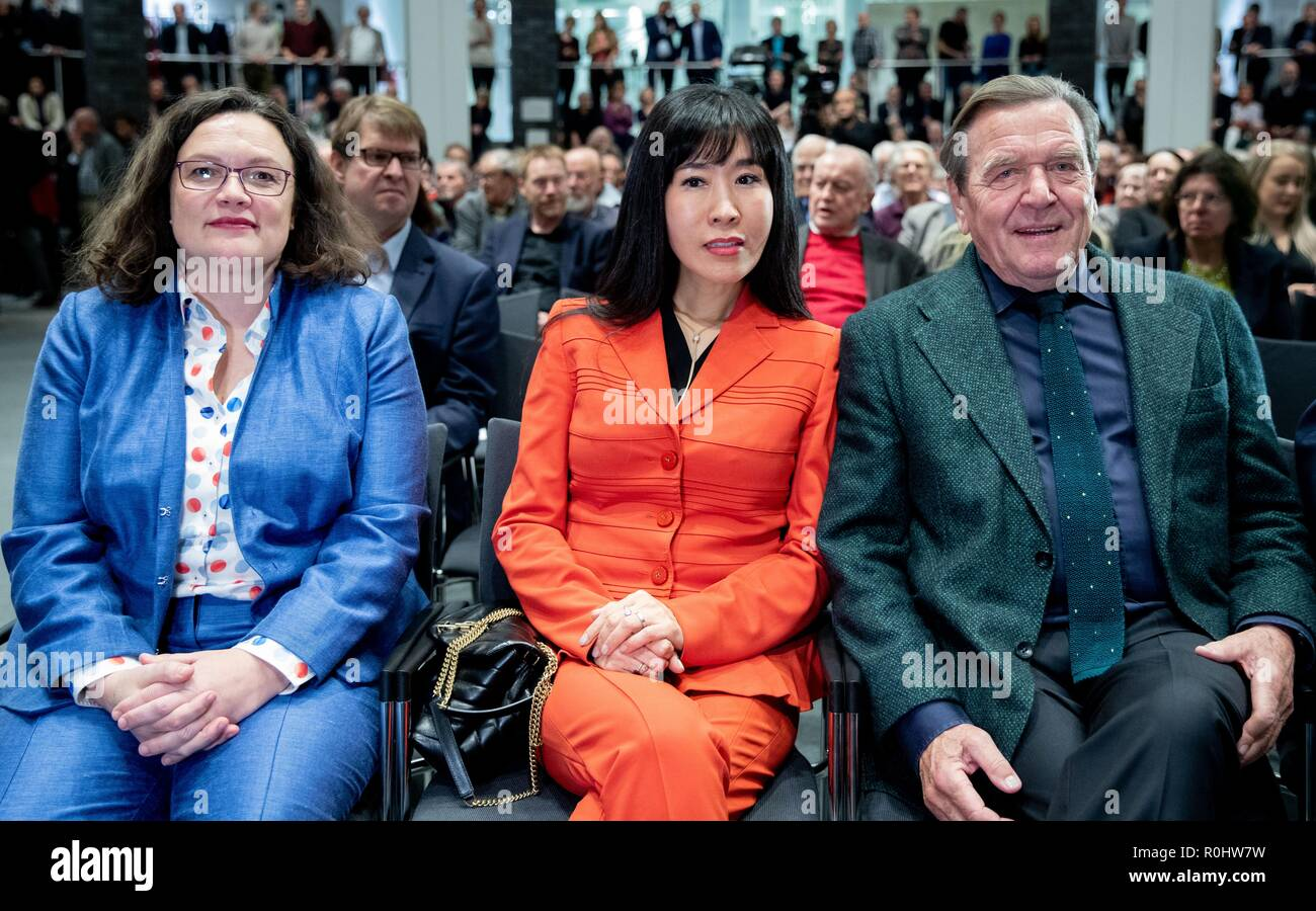 Berlin, Germany. 05th Nov, 2018. Andrea Nahles (l-r), parliamentary party leader of the SPD and SPD party leader, Schröder-Kim So-yeon and Gerhard Schröder (SPD), former Federal Chancellor, sit together at the beginning of the panel discussion: The 'red-green project' for the 20th anniversary of Gerhard Schröder's election as Chancellor of the Friedrich-Ebert-Stiftung. Credit: Kay Nietfeld/dpa/Alamy Live News - Stock Image