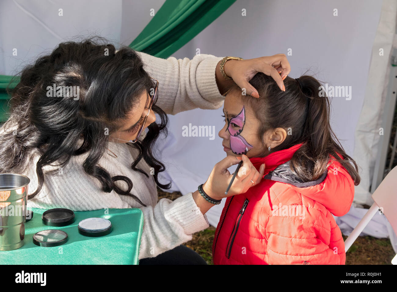 Queens Face Stock Photos & Queens Face Stock Images - Alamy