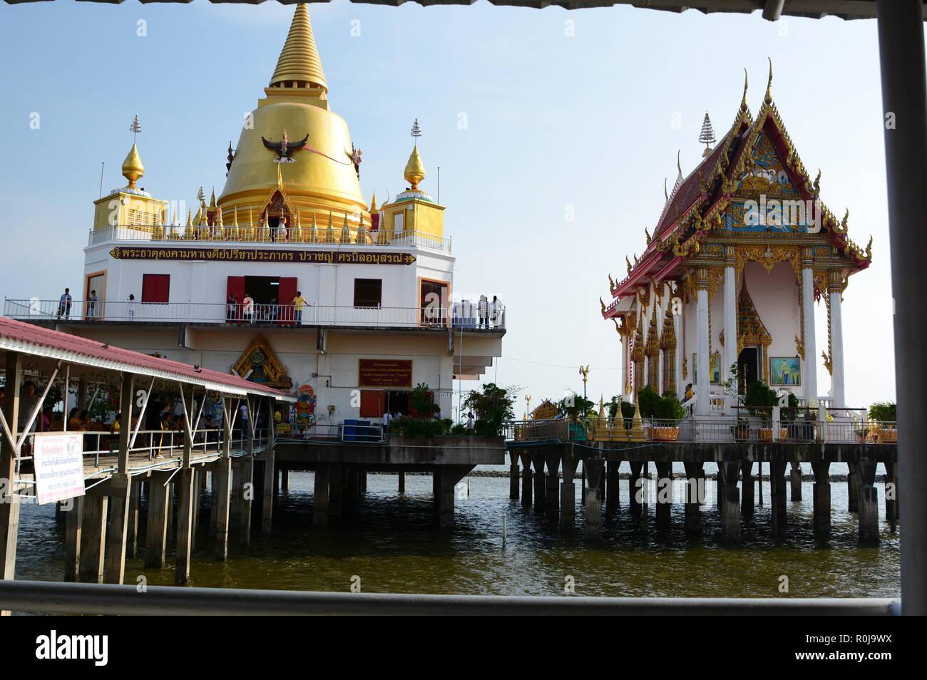 Wat Hong Thong framed view. Bang Pakong. Chachoengsao province. Thailand - Stock Image