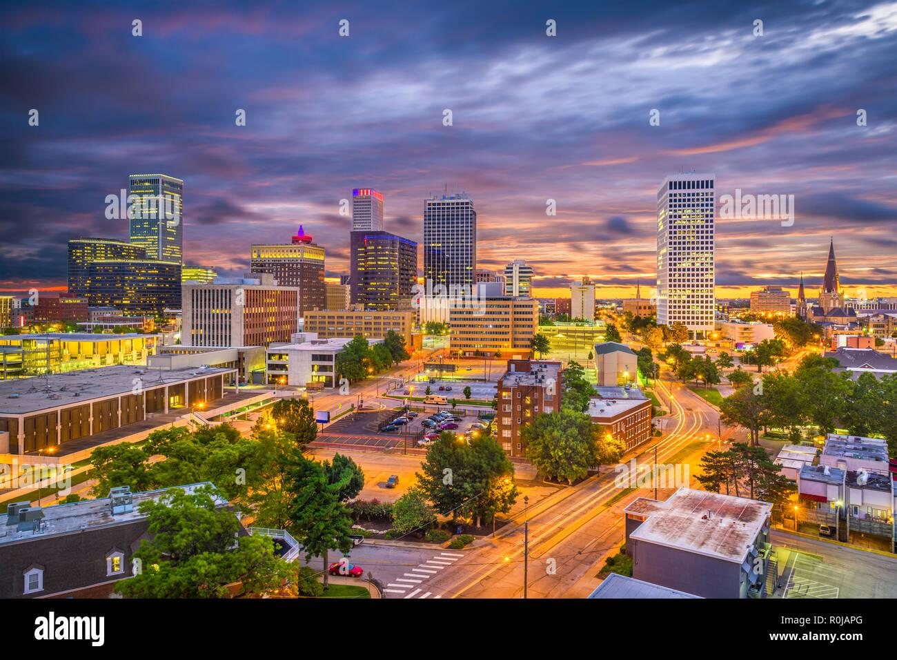 Tulsa, Oklahoma, USA skyline at twilight. - Stock Image