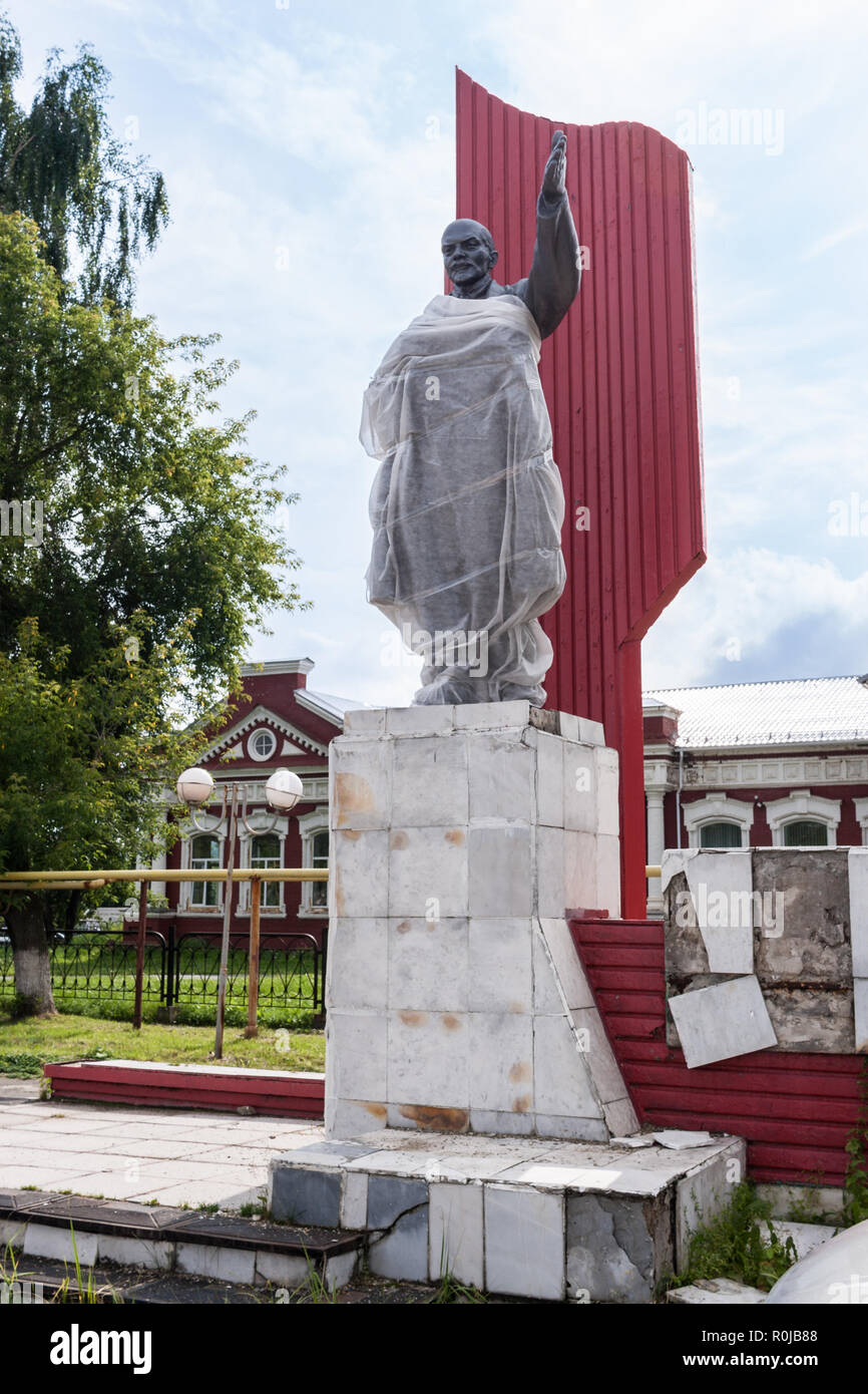 Collapsing monument to Lenin in small village in Russia. - Stock Image